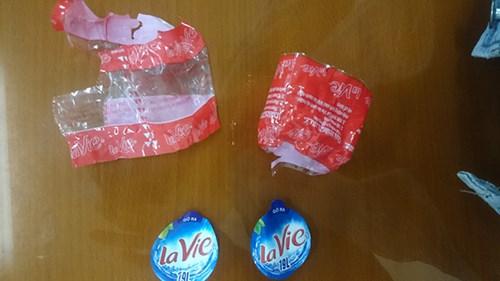 Màng co và nhãn Lavie thu giữ ở công ty của Thành.