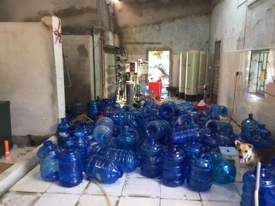Nước đóng chai giả là mối hiểm họa đối với sức khỏe con người